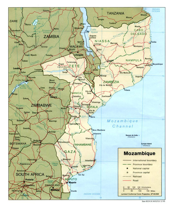 Detailed political and administrative map of Mozambique with cities and roads.