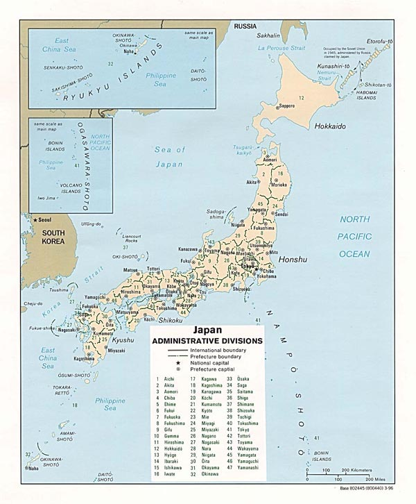 Large detailed political and administrative map of Japan.